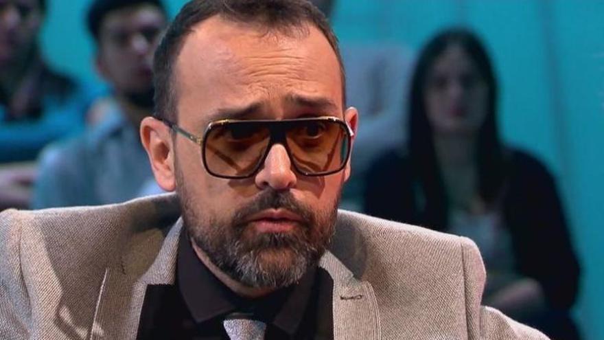 Diversos ferits en enfonsar-se una graderia durant una entrevista de Risto Mejide a Iniesta
