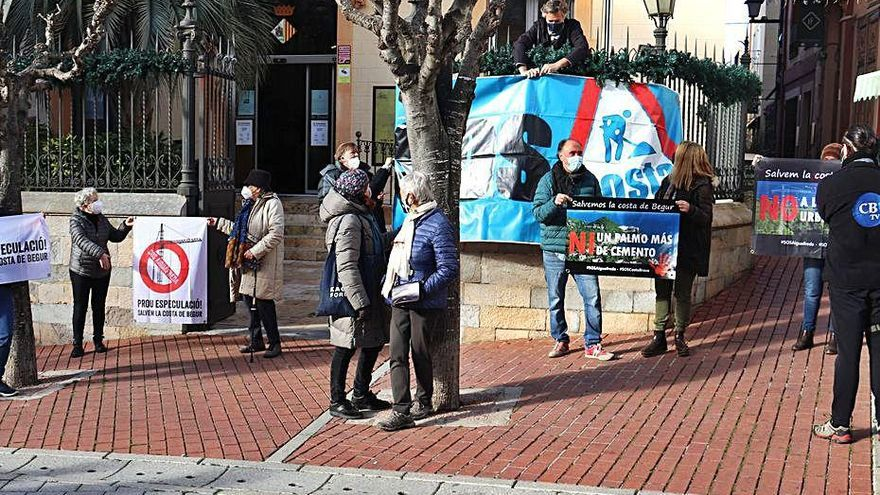 SOS Costa Brava protesta contra les obres de Montcal