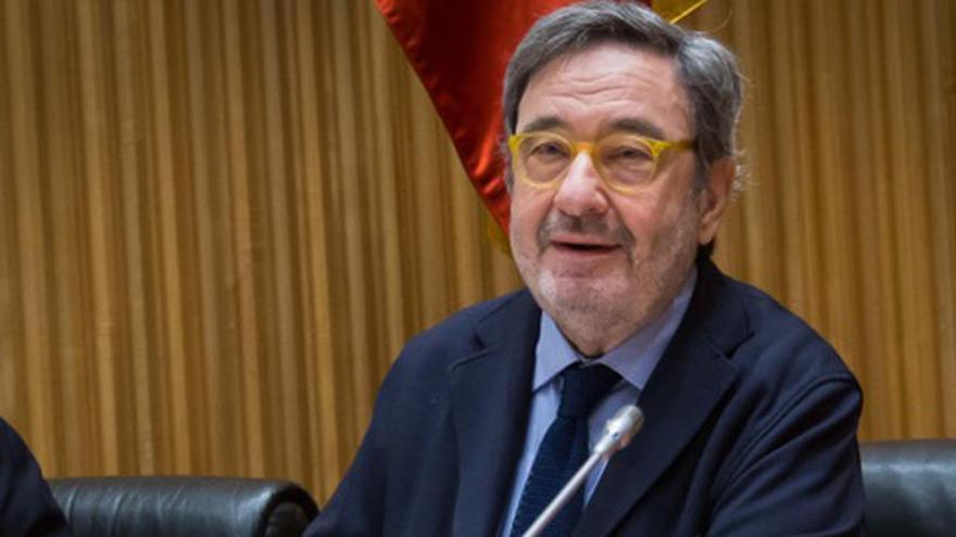 El jutge manté Narcís Serra com a investigat per operacions a Catalunya Caixa