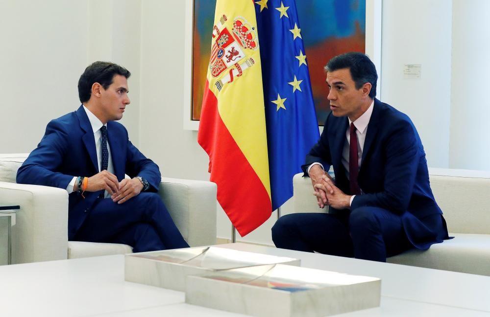 Pedro Sánchez, recibe en la Moncloa al líder ...