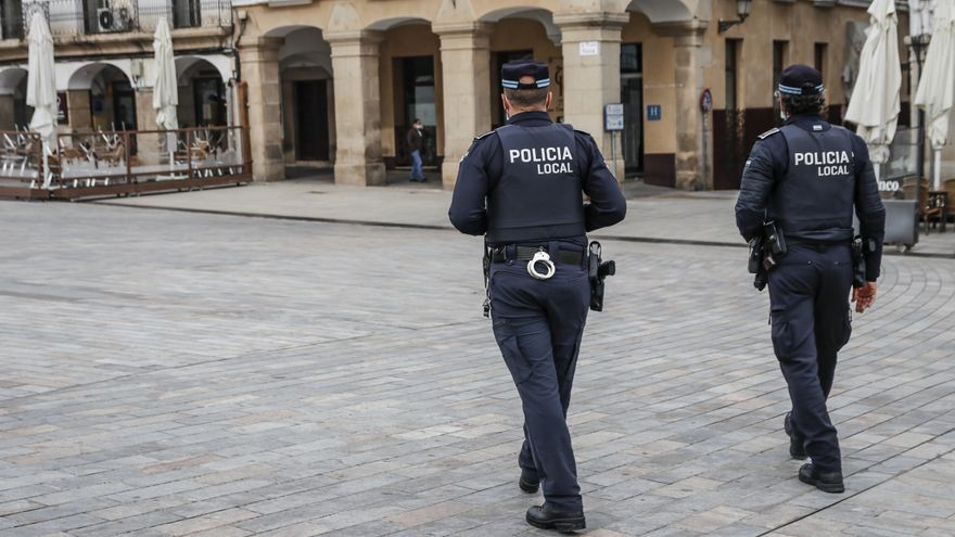 La policía disuelve en dos días 6 fiestas ilegales en pisos con multas que superan los 6.552 euros