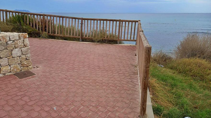 Reabierto en El Campello el paseo «privatizado» de la playa de l'Almadrava