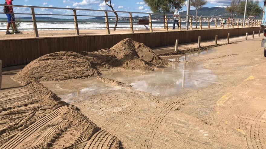 Der Sand ist wieder zurück am Strand