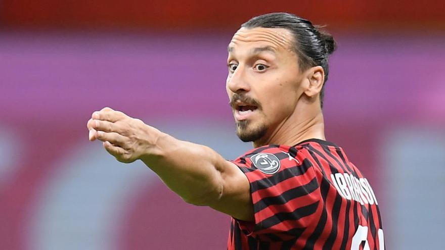 Ibrahimovic renueva por una temporada con el Milan