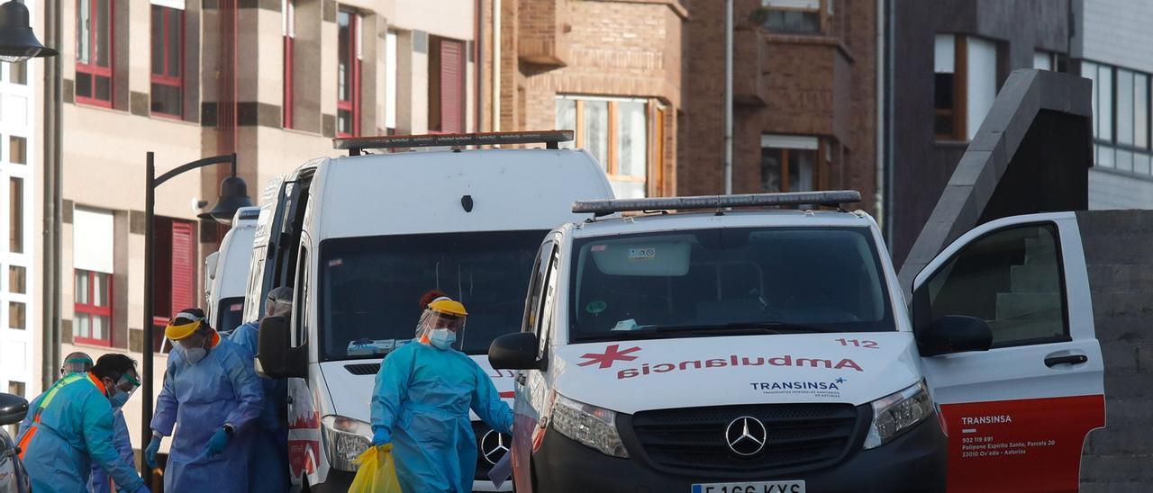 Actividad en el Hospital de Avilés hace seis días, coincidiendo con el traslado de pacientes covid a Gijón