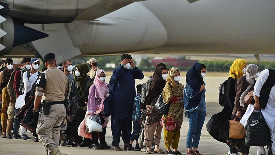 Arriba a Espanya un altre avió amb 260 afganesos, entre ells 14 nadons