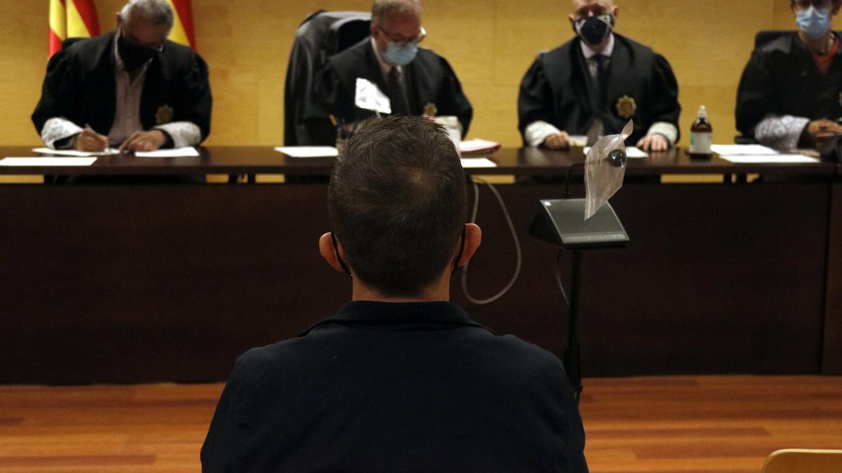 L'acusat absolt, durant el judici