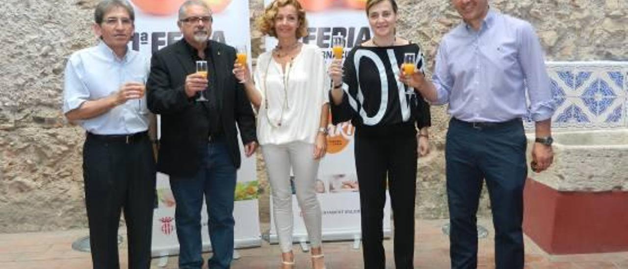 Productores de Carlet y l'Alcúdia ven chocante que Alzira organice una feria del caqui