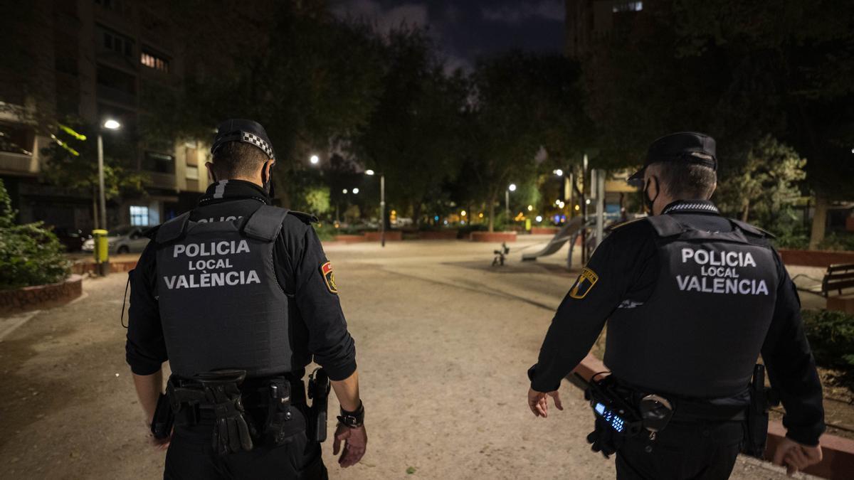 Denuncias en València por saltarse el toque de queda, hacer botellón y no llevar mascarilla.