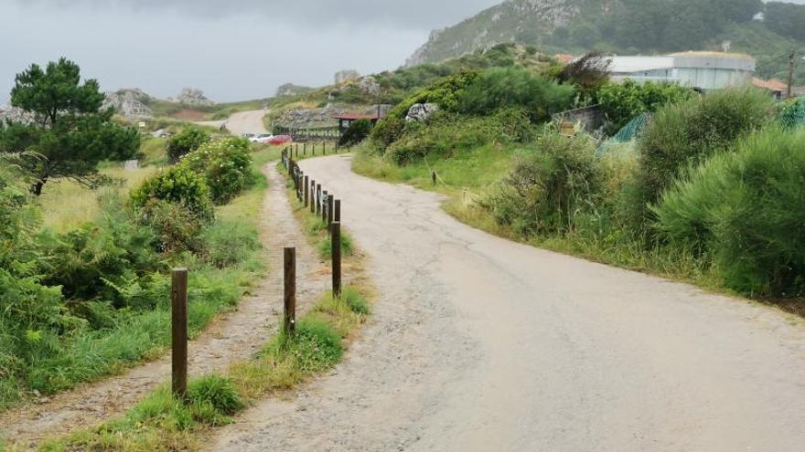 Los accesos a la playa de Melide impiden una evacuación urgente