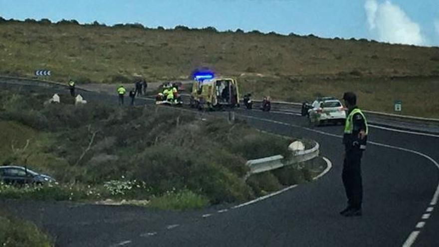 Un motorista de 25 años, herido grave al sufrir una caída en Lanzarote