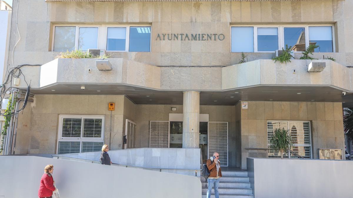 Fachada del Ayuntamiento de Torrevieja