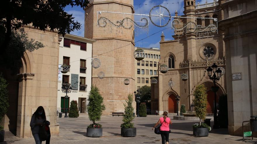 Instalan las luces de Navidad en octubre en Castelló