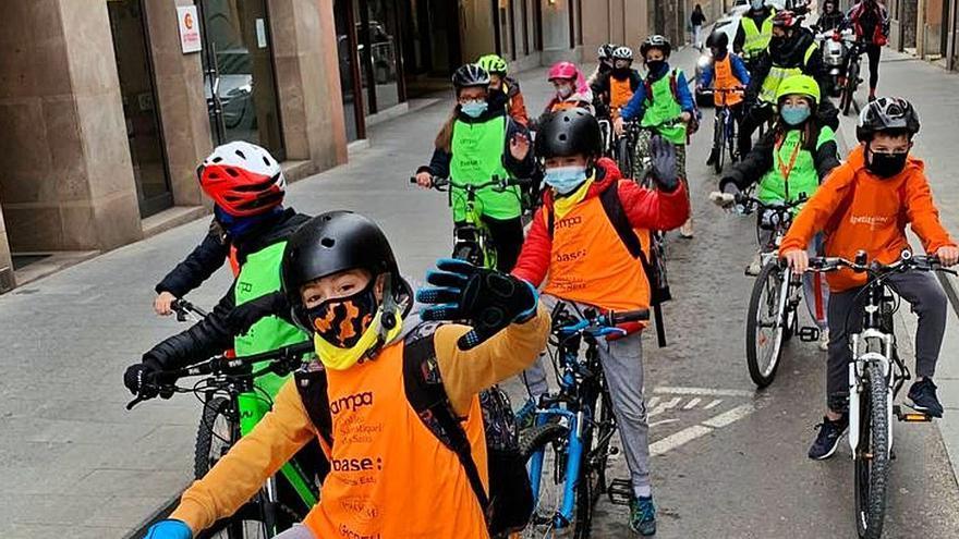 Cinc escoles de la ciutat de Girona volen impulsar «bicibusos» el curs vinent