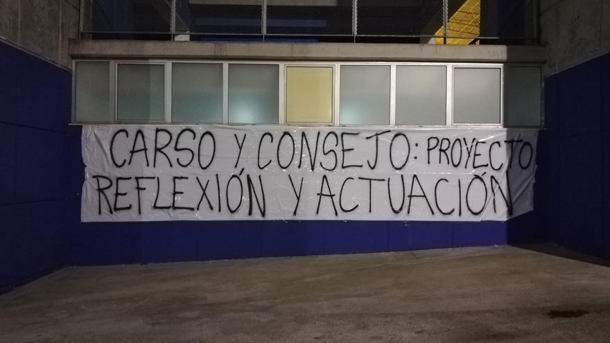 Así ha amanecido El Requexón y el Tartiere: pancartas dirigidas a Carso y a la plantilla del Oviedo