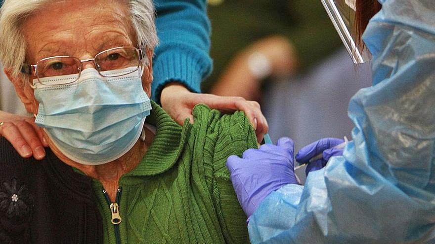 Galicia finaliza la vacunación en geriátricos y centros de discapacidad