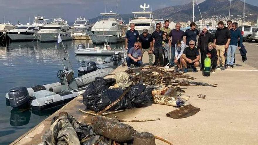 El Club Badia de Roses recull del fons marí 300 Kg de residus