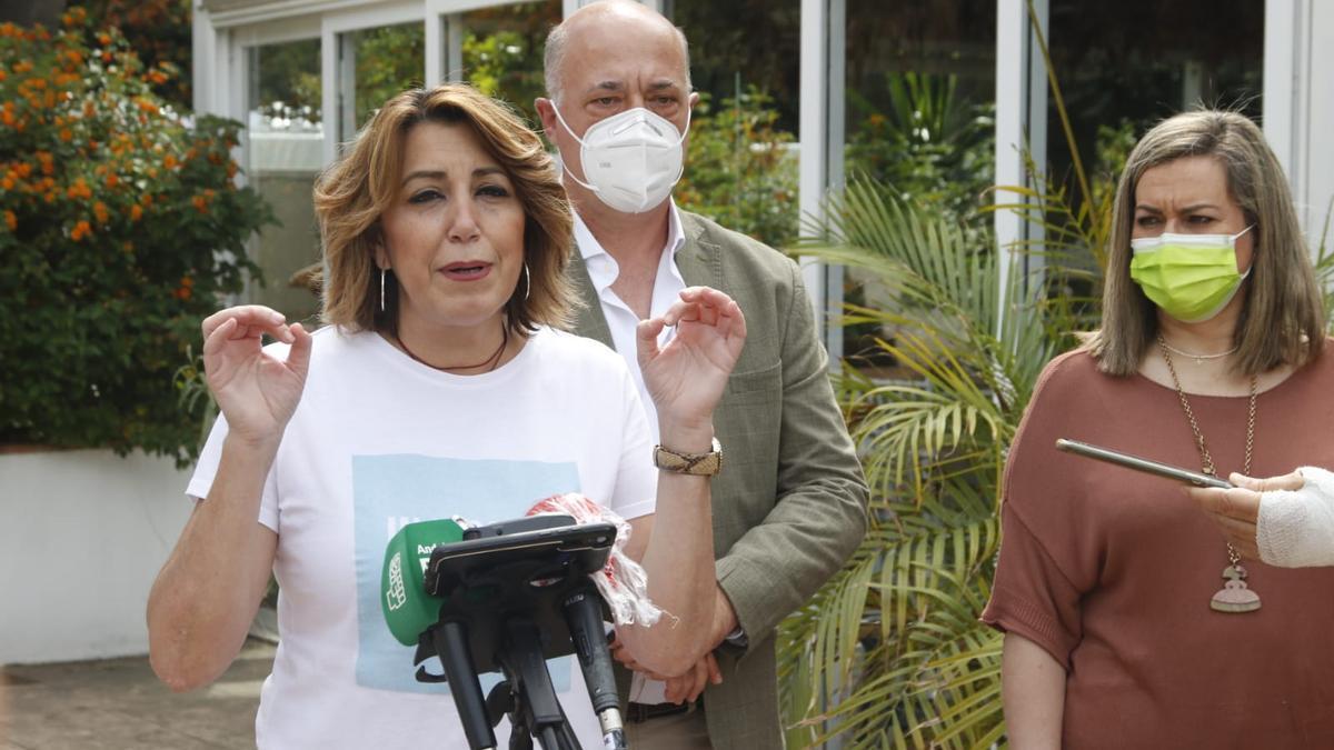 Susana Díaz, junto a Antonio Ruiz y María Jesús Serrano, hoy en Córdoba.