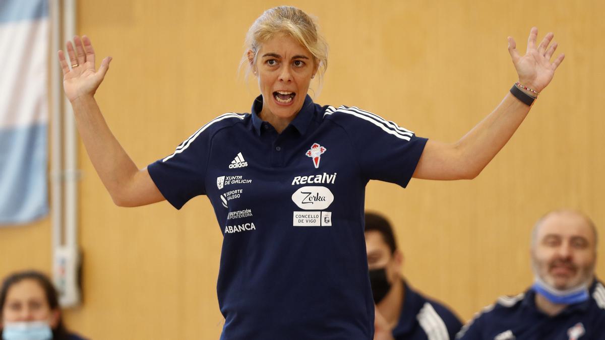 La entrenadora del Celta, Cristina Cantero, en un partido de pretemporada.