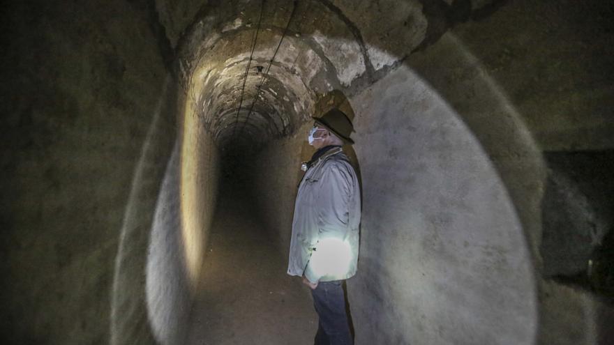 Un túnel del refugio al convento