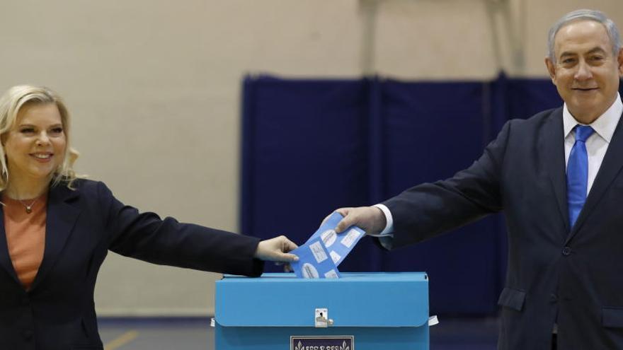 Los sondeos a pie de urna sitúan a Netanyahu cerca de la mayoría absoluta