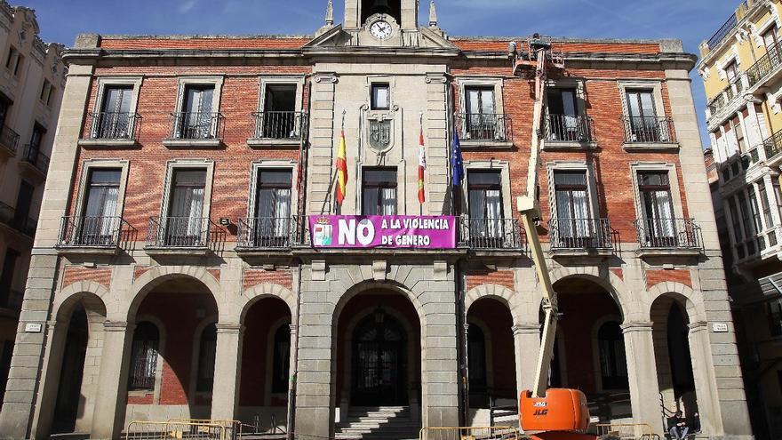 Trabajos en la fachada del Ayuntamiento de Zamora.