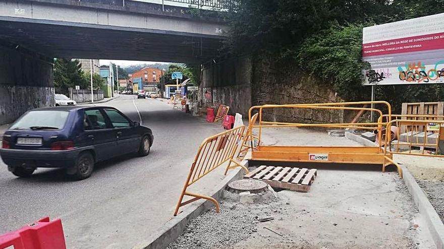 Las obras en la calle Otero Pedrayo obligan a cerrar un carril de circulación