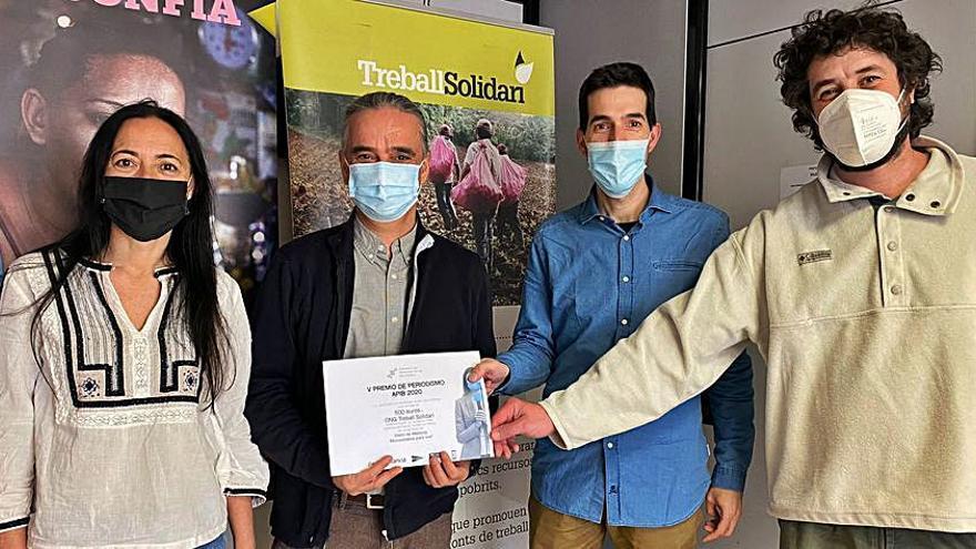 Donan el premio de periodismo APIB a la ONG Treball Solidari