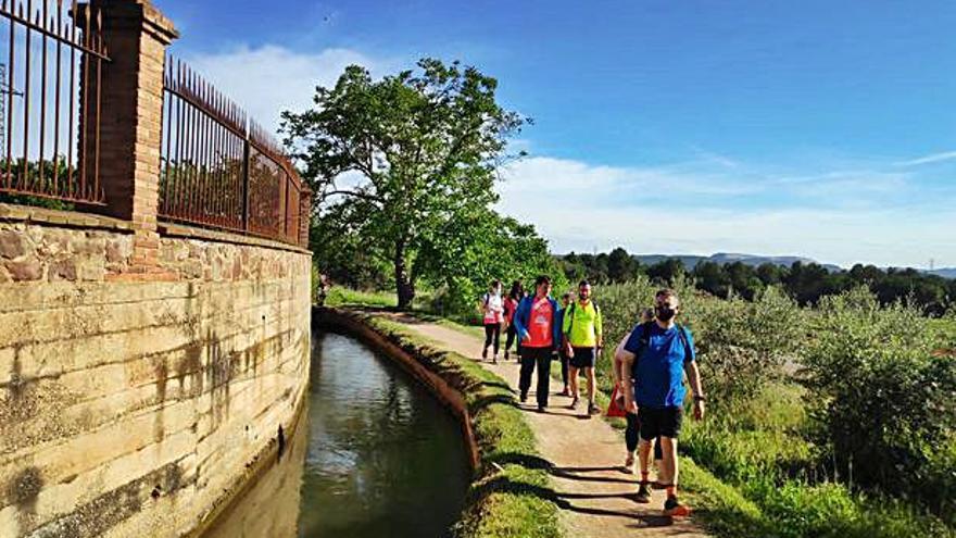 Una cinquantena de persones participen en les caminades «Aigua i memòria» a Sant Fruitós de Bages