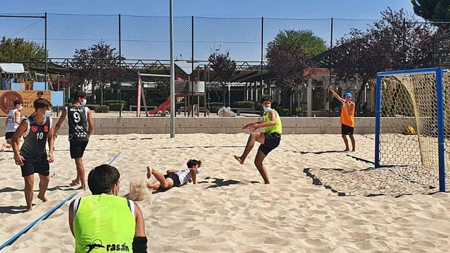 Balonmano Playa   Zamora, presente en el amistoso sobre la arena entre Madrid y Castilla y León