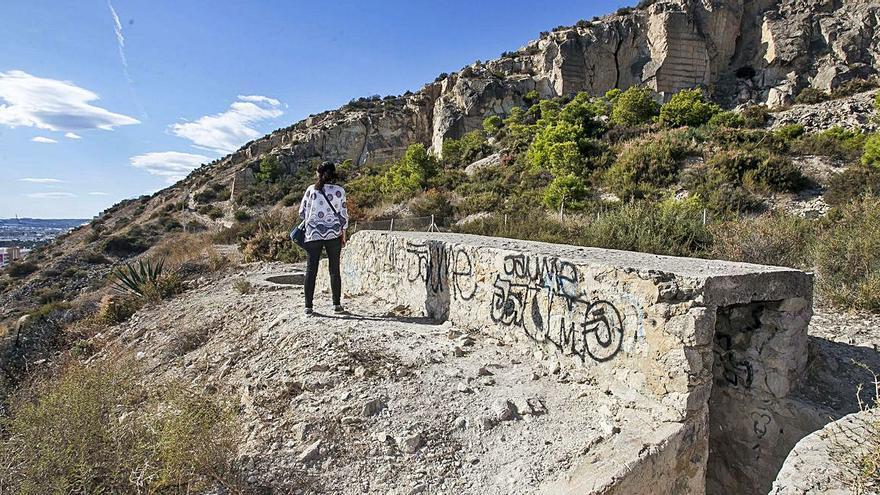 Vandalismo en las defensas antiaéreas que se rehabilitaron en la Serra Grossa
