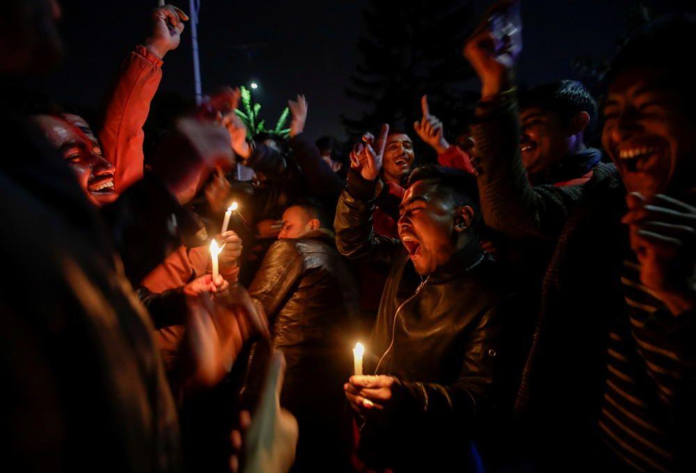 Celebración por la vuelta del Parlamento a Nepal.