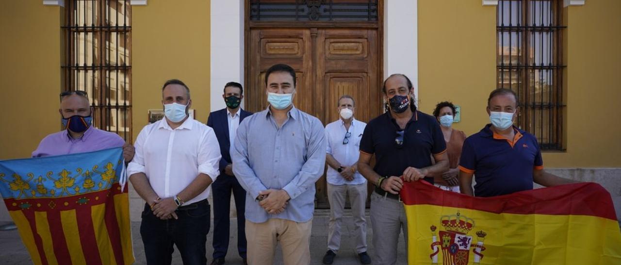 Aguilar, con compañeros de Vox de otros municipios de l'Horta.