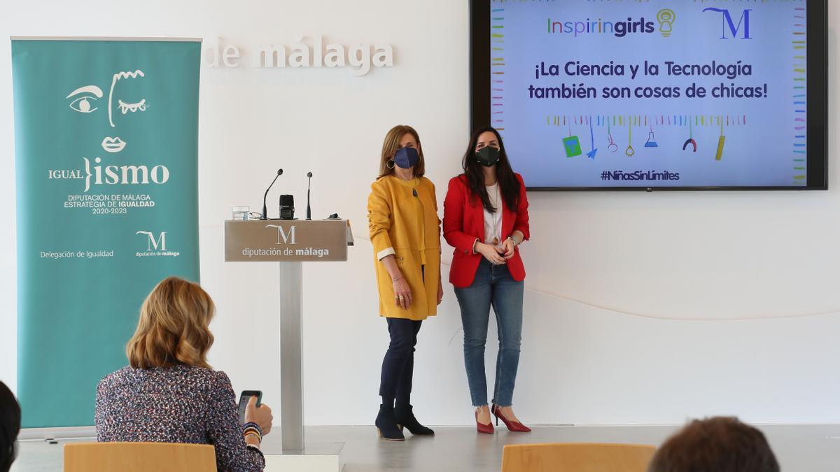 Lourdes Piña junto a la delegada en Andalucía de Inspiring Girls, María José Pérez, en la presentado del proyecto