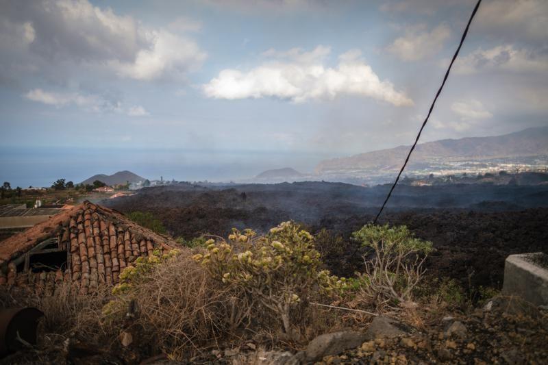 La lava avanza por La Palma.