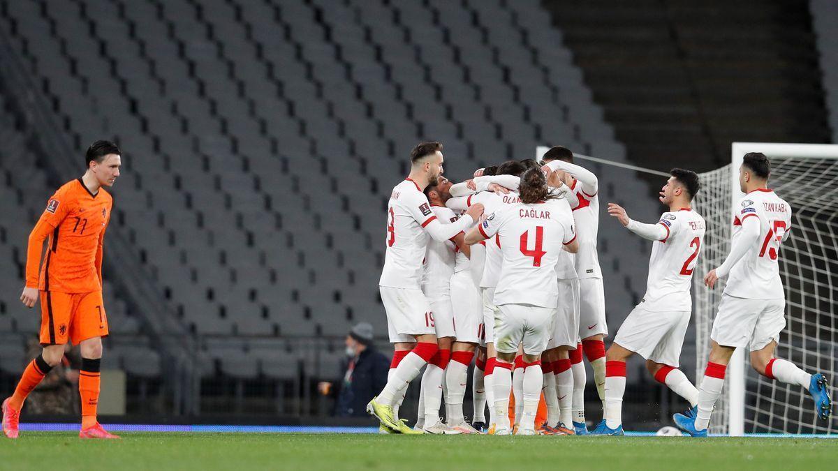 Holanda se pega un batacazo en Turquía (4-2)