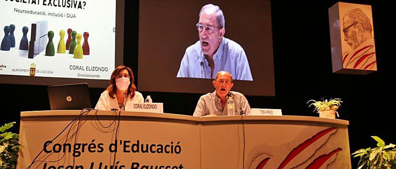 Coral Elizondo durante su ponencia en l'Alcúdia. | LEVANTE-EMV