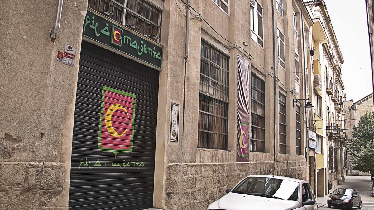 Imagen de la sede de la filà Magenta en Alcoy