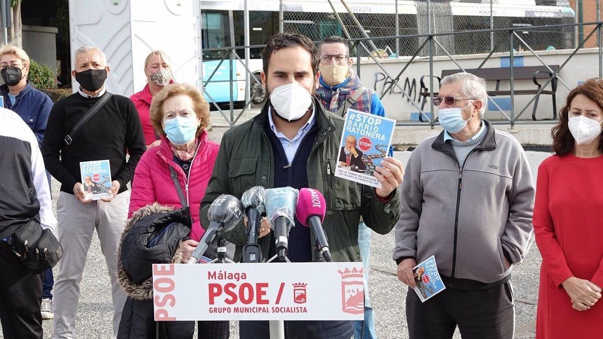 El portavoz municipal del PSOE, Daniel Pérez, en rueda de prensa.