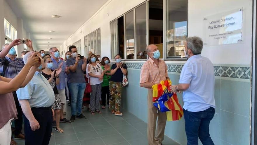 Eloy González, profesor del colegio Salesianos, recibió un homenaje por sus casi 40 años de docencia
