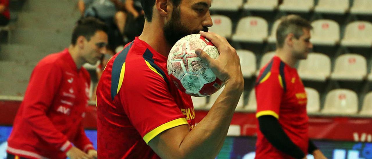 Dani Sarmiento, central de la selección española, durante los últimos partidos de preparación para Tokio 2020 | | RFEBM
