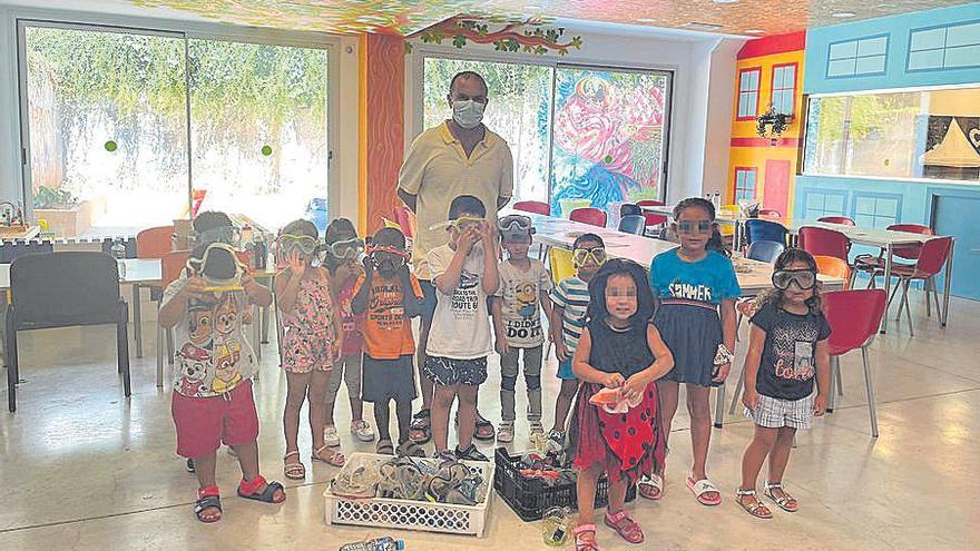 Donan unas 60 gafas   de buceo a Hadas Kids y ofrecen más a otras ONG