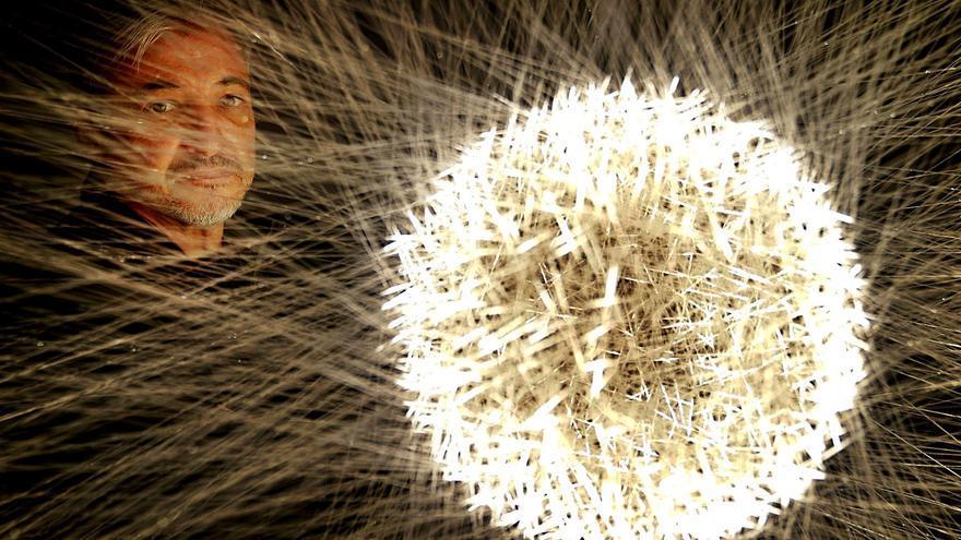 El artista Pablo Armesto despliega en Madrid una galaxia de luz