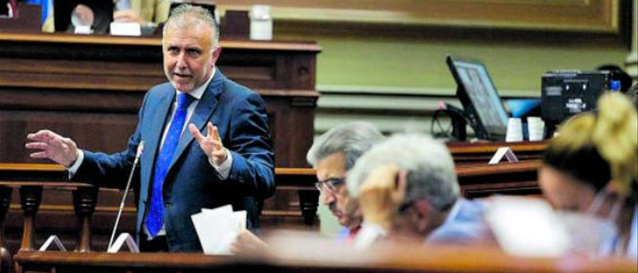 Ángel Víctor Torres, durante su intervención ayer en el Parlamento regional.