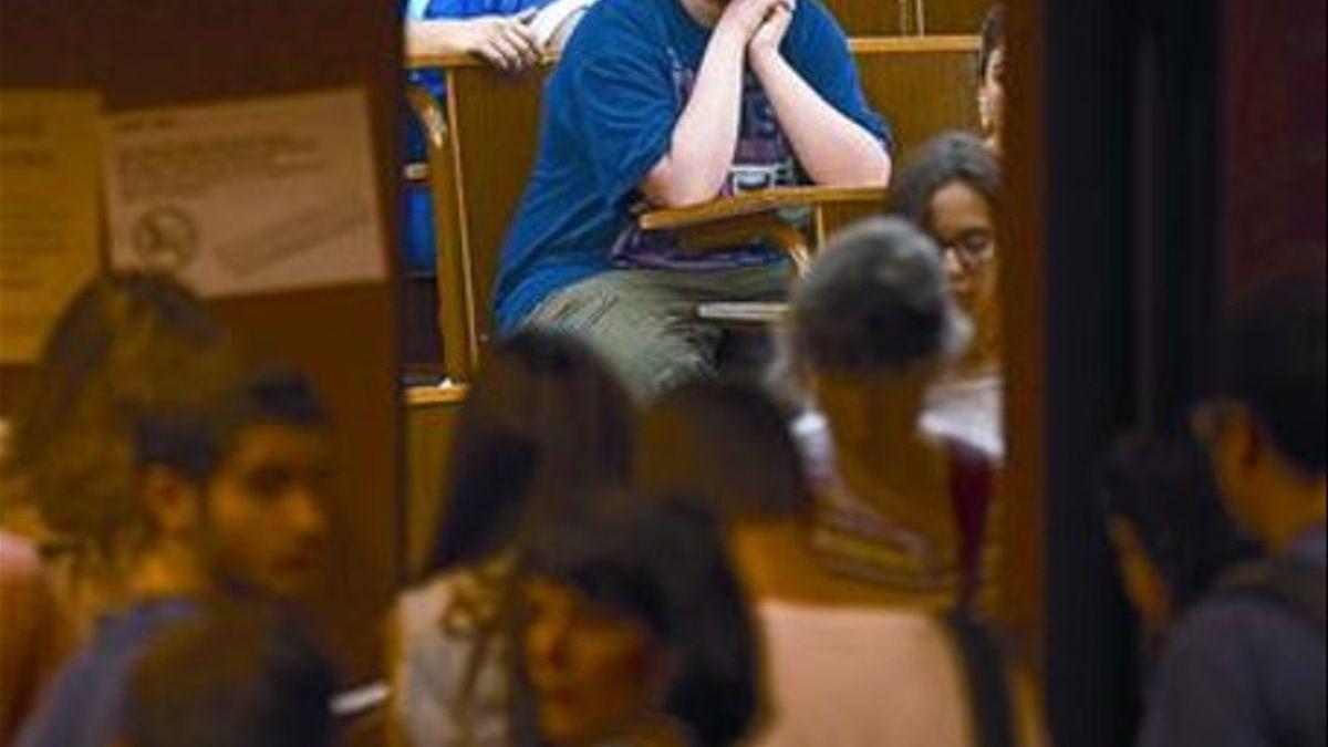 """Universitarios de la Autónoma de Madrid denuncian """"aglomeraciones"""" en exámenes presenciales"""