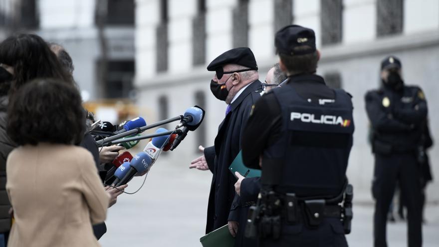 Prisiones afirma que Villarejo ha recibido el mismo trato que cualquier preso