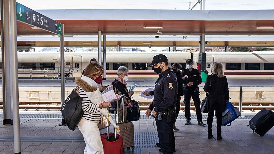 La Policía Nacional se hace visible en la estación de tren de Zamora