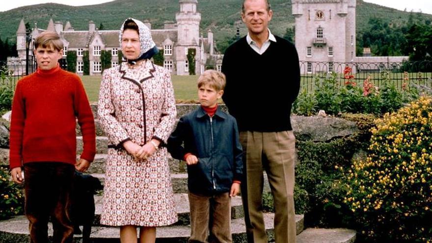 La doble conexión española de Felipe de Edimburgo, el perfecto caballero inglés nacido Príncipe de Grecia y Dinamarca