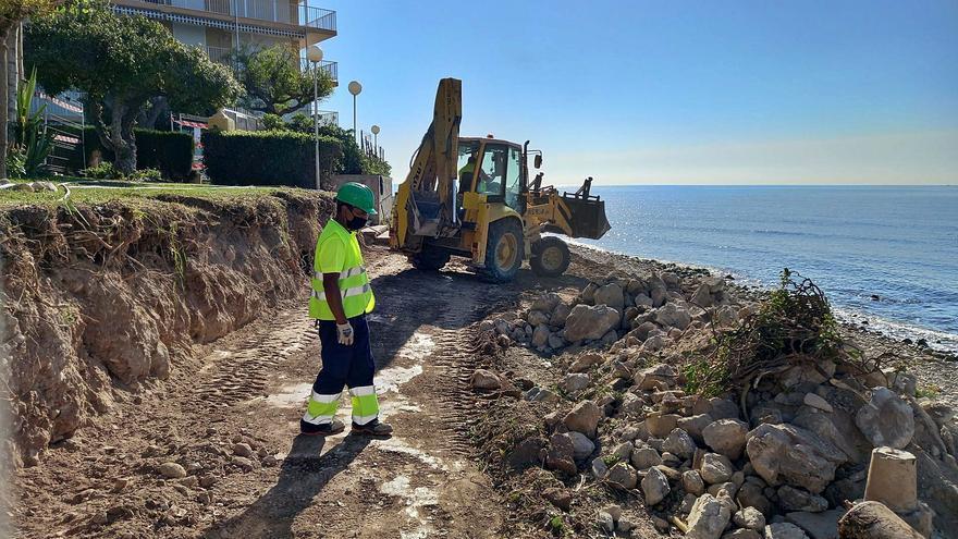 Costas inicia las obras del frente litoral de La Zofra y deja sin acceso a la playa a 1.500 personas