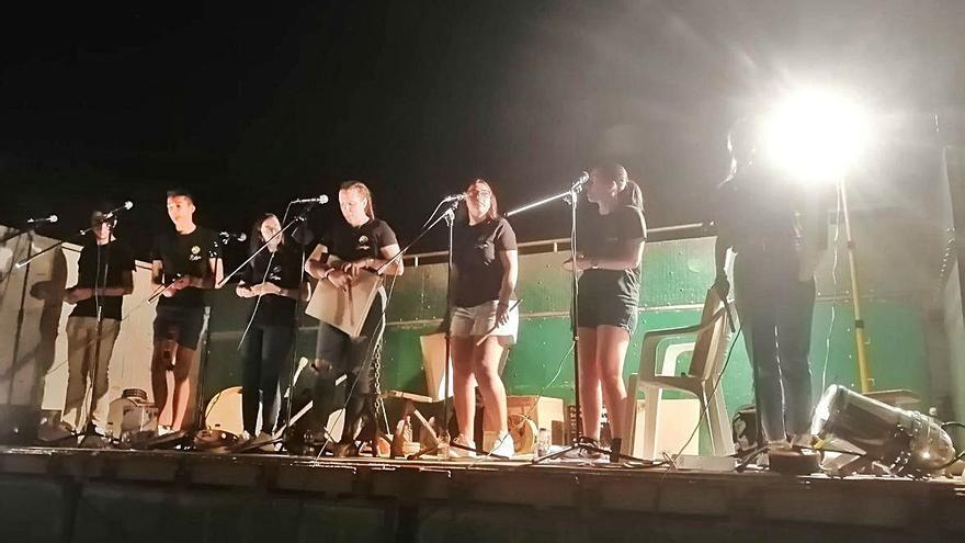 Fuentes de Ropel cierra un fin de semana musical al son del folk y el pop rock